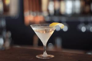Image de cocktail sur un bar